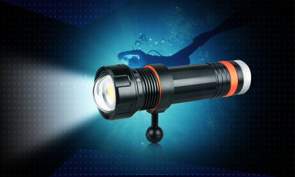OrcaTorch D950V Dive Light 2