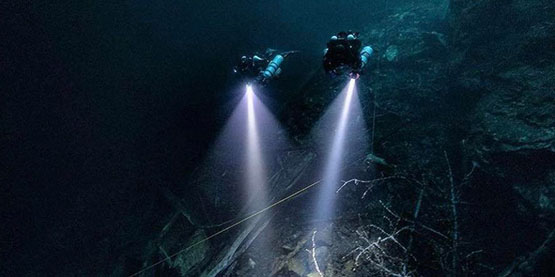 Dive Lights for SCUBA Diving