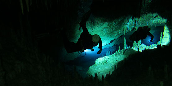 What is the Difference Between a Cavern and Cave Diver?